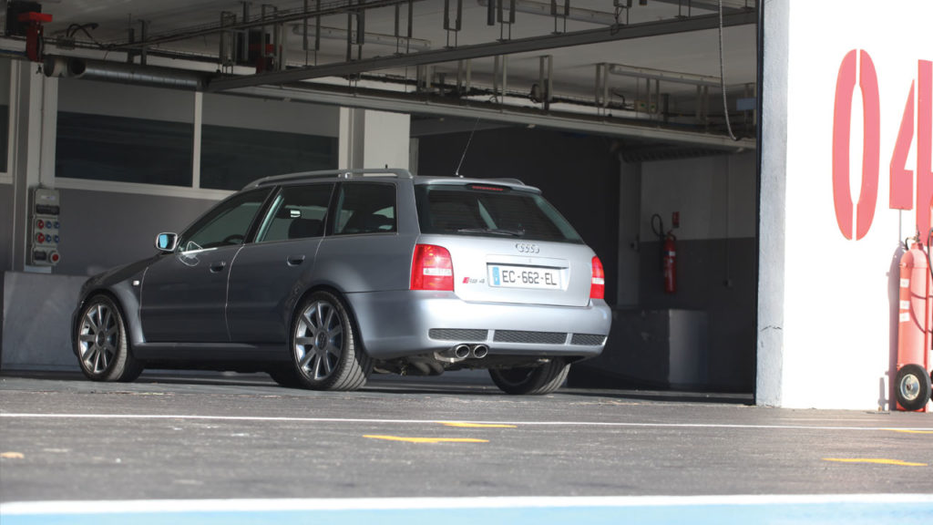 Audi rs4 mk1 back