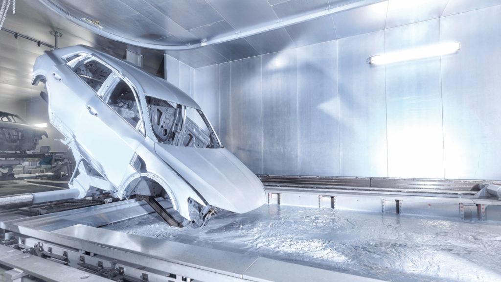 Audi e-tron dans le bain anticorrosion