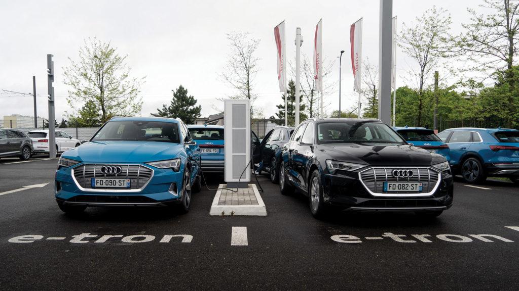 Audi e-tron quattro 55 en train de se recharger les batteries