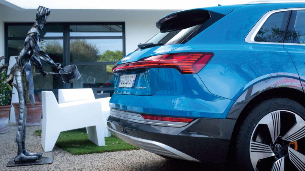 Arrière de l'Audi e-tron quattro 55