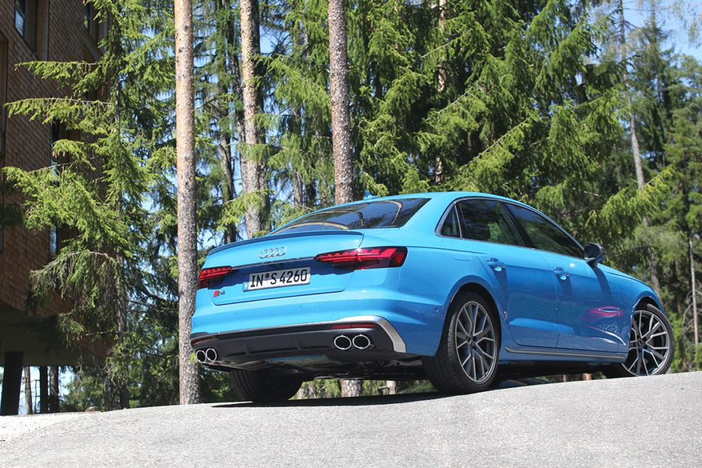 Audi S4 face arrière